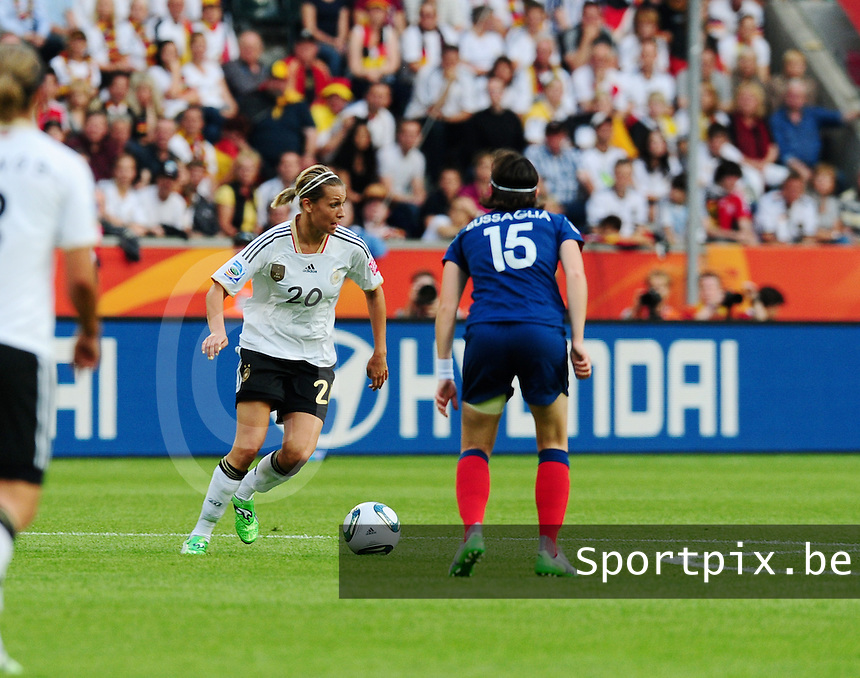 Fifa Women's World Cup Germany 2011 : France - Germany ( Frankrijk - Duitsland ) at Munchengladbach World Cup stadium : Lena GOESSLING aan de bal.foto DAVID CATRY / Vrouwenteam.be