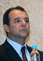 RIO DE JANEIRO, RJ, 03 MAIO 2012 - ENCONTRO BRASIL X AFRICA - Governador do Estado do Rio de Janeiro Sergio Cabral durante o seminário sobre cooperação do Brasil com a África, que marcou o início da comemoração dos 60 anos do BNDES, no Rio de Janeiro, nesta quinta-feira - FOTO: GUTO MAIA - BRAZIL PHOTO PRESS.