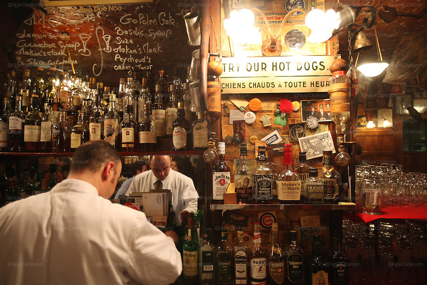 Harry's New York Bar in central Paris near the Opera is renowned for its cocktails, american style hot dogs, piano bar and private and friendly atmosphere. The hot dogs taste as if they were from a New York street seller. There is a huge range of classic and modern coctails, and a variety of outstanding whiskies, malts and Rye from across the world. This friendly ambience comes at a price, cocktails cost around EUR15///Whitecoated cocktail barmen look after the clientele