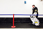 Stockholm 2015-09-30 Ishockey Hockeyallsvenskan AIK - Leksands IF :  <br /> AIK:s m&aring;lvakt Gustaf Lindvall p&aring; v&auml;g in till omkl&auml;dningsrummet efter uppv&auml;rmningen inf&ouml;r matchen mellan AIK och Leksands IF <br /> (Foto: Kenta J&ouml;nsson) Nyckelord:  AIK Gnaget Hockeyallsvenskan Allsvenskan Hovet Johanneshov Isstadion Leksand LIF portr&auml;tt portrait inomhus interi&ouml;r interior