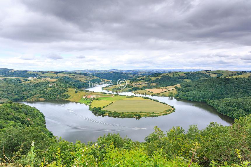 France, Loire (42), Dancé,  la Loire et lac de Villarest, la boucle de Mars
