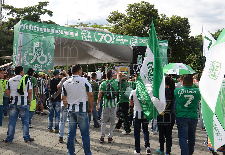 MEDELLÍN -COLOMBIA - 29-04-2017: Club Atlético Nacional durante la celebración de los 70 años del club en un evento que se realizó en el estadio Atanasio Girardot de la ciudad de Medellín. / Club Atletico Nacional during the  celebration of the 70th aniversary of the Clud made at Atanasio Girardot stadium in Medellin city. Photo: VizzorImage/León Monsalve/Cont