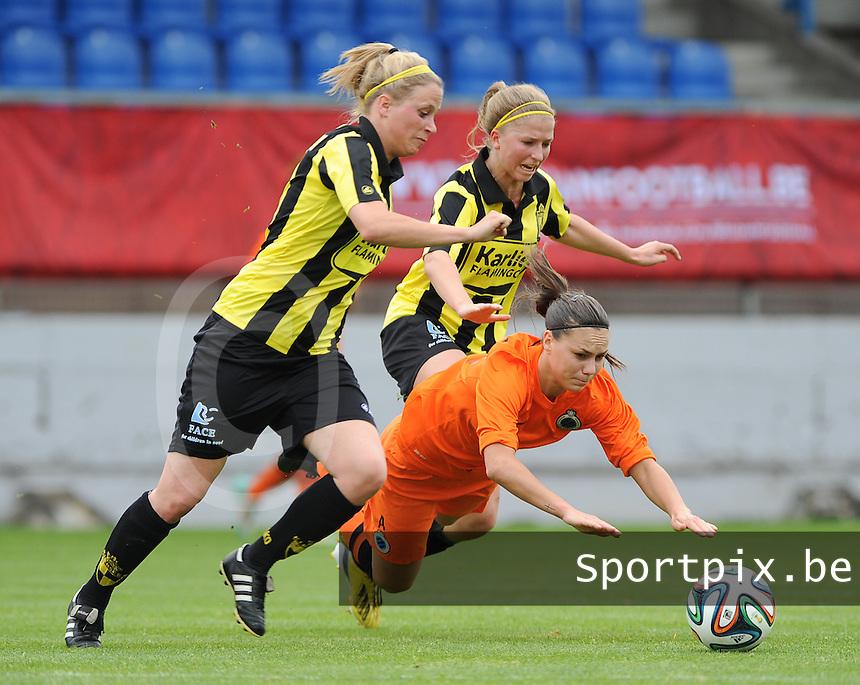 Bekerfinale vrouwen 2015 : Lierse-Club Brugge Vrouwen :<br /> <br /> Jassina Blom (O) gaat neer in een duel met Merel Groenen (M) en Caroline Berrens (L)<br /> <br /> foto VDB / BART VANDENBROUCKE