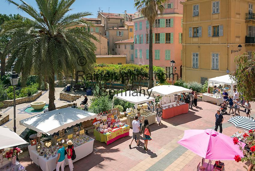 France, Provence-Alpes-Côte d'Azur, Menton: market in old town at Quai Bonaparte | Frankreich, Provence-Alpes-Côte d'Azur, Menton: Markt in der Altstadt am Quai Bonaparte