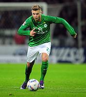 FUSSBALL   1. BUNDESLIGA   SAISON 2011/2012   23. SPIELTAG SV Werder Bremen - 1. FC Nuernberg                   25.02.2012 Florian Hartherz (SV Werder Bremen) Einzelaktion am Ball