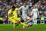 Villarreal's Victor Ruiz and Real Madrid's Garet Bale during the match of La Liga between Real Madrid  and Villarreal Club de Futbol at Santiago Bernabeu Estadium in Madrid. September 21, 2016. (ALTERPHOTOS/Rodrigo Jimenez)