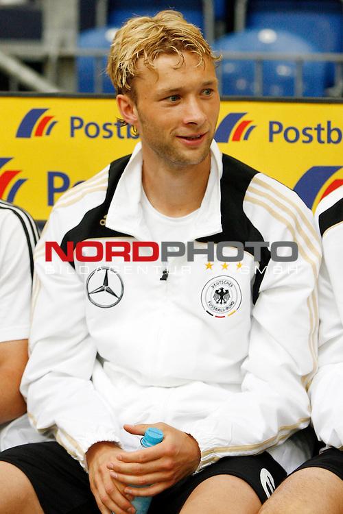 UEFA Euro 2008 Test - Deutschland (GER) vs. Serbien ( SRB ) 2 - 1 am 31.05.2008 in Gelsenkirchen - Auf Schalke<br /> Freundschaftsspiel - Friendlymatch<br /> <br /> Simon Rolfes (#6 Bayer 04 Leverkusen Deutsche Nationalmannschaft) vor dem Spiel auf der Ersatzbank.<br /> <br /> Foto &copy; nph (  nordphoto  ) *** Local Caption ***