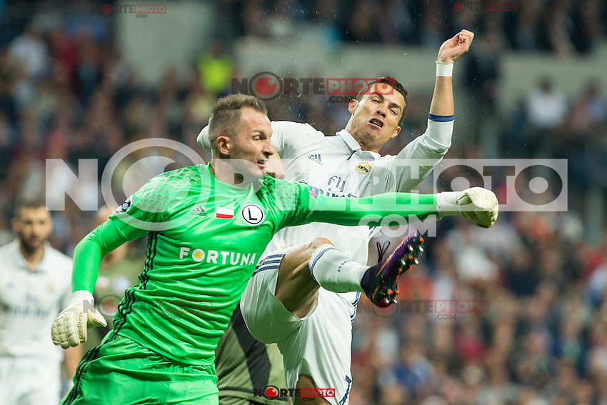 Legia Warszawa's Arkadiusz Malarz and Real Madrid's Cristiano Ronaldo during the match of UEFA Champions League group stage between Real Madrid and Legia de Varsovia at Santiago Bernabeu Stadium in Madrid, Spain. October 18, 2016. (ALTERPHOTOS/Rodrigo Jimenez) /NORTEPHOTO.COM