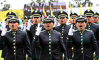 BOGOTA - COLOMBIA- 16 -05-2013: Graduación de 300 Alféreces a subtenientes en la Escuela General Santander de La Plocia Nacional ,con la presencia del presidente de la república Juan Manuel Santos ,Juan Pinzón Ministro de Defensa y del director de la Policia Nacional General  José Roberto León Riaño . (Foto: VizzorImage / Felipe Caicedo / Staff). : Graduation 300 Ensigns to Lieutenants in Genaral Santander School of The National Police, with the presence of the President of the Republic Juan Manuel Santos, Juan Pinzon Minister of Defense and National Police Director General Jose Roberto Leon Riano  (Foto: VizzorImage / Felipe Caicedo / Staff).