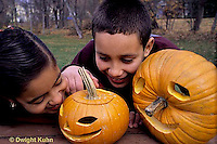 HS24-323z  Pumpkin - children with jack-o-lanterns