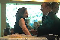 ATENÇÃO EDITOR: FOTO EMBARGADA PARA VEÍCULOS INTERNACIONAIS. - SANTO ANDRE, SP, 29 de Novembro 2012 (VELORIO DE JOELMIR BETING) Esposa Lucinda e Paulo Maluf, Joelmir durante velorio.(FOTO: ADRIANO LIMA / BRAZIL PHOTO PRESS).