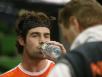 8-2-06, Netherlands, tennis, Amsterdam, Daviscup.Netherlands Russia, Reamon Sluiter takes a break during the training