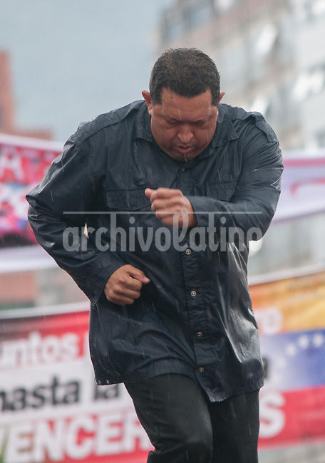 Venezuela: Caracas,04/10/11 .Venezuelan President Hugo Chavez dance, under heavy rain, during the closing rally of his campaign in Caracas, three days after the presidential elections on October 7, where he seeks reelection for a further period of six years, after 14 years ruling Venezuela...Carlos Hernandez/Archivolatino