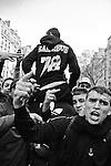 Venus de banlieue, des centaines de jeunes se melent aux manifestations, revendiquant fièrement leur département d'appartenance dans leurs chants et leurs vetements: 7-8, 9-2, 9-3, etc.