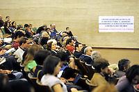 Roma, 18 Maggio 2010.Università La Sapienza, Rettorato.Ricercatori in assemblea contro il ddl Gelmini e i tagli all'istruzione..Rome, May 18, 2010.La Sapienza University, Rectorate.Researchers at the meeting against the bill Gelmini and cuts to education.