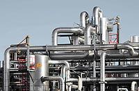 Nederland - Amsterdam -  November2019. Sonneborn Refined Products B.V.  Sonneborn vervaardigt halffabrikaten uit basisolie en aardoliedestillaat. Het gaat om zuivere grondstoffen zoals witte oliën, vaselines en microkristallijne was. Deze dienen als grondstof voor persoonlijke verzorgingsproducten, kaarsen, voedselproducten en polymeren. Deze laatste productgroep bestaat onder meer uit PVC en plastics.  Foto Berlinda van Dam / Hollandse Hoogte