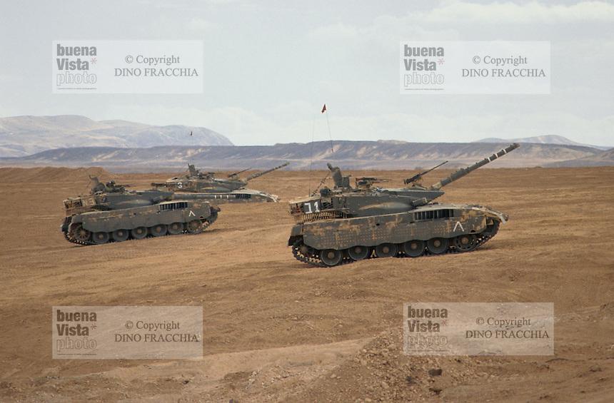 - Israeli army, Merkava tanks training in the Negev desert ....- esercito israeliano, carri armati Merkava in addestramento nel deserto del Negev