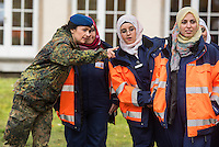 Medizinische Ausbildung von syrischen Buergerkriegsfluechtlingen durch die Bundeswehr.<br /> Besuch zum Abschluss des Pilotdurchgangs der medizinschen Ausbildung fuer syrische Fluechtlinge durch die Verteidigungsministerin Ursula von der Leyen am Donnerstag den 17. November 2016 in der Julius-Leber-Kaserne in Berlin.<br /> In der Kaserne wurden 21 Frauen die vor dem Buergerkrieg aus Syrien gefluechtet sind, in einer vierwoechigen Massnahme medizinisch ausgebildet. Vermittelt wurden die Gefluechteten von der Bundesagentur fuer Arbeit.<br /> 17.11.2016, Berlin<br /> Copyright: Christian-Ditsch.de<br /> [Inhaltsveraendernde Manipulation des Fotos nur nach ausdruecklicher Genehmigung des Fotografen. Vereinbarungen ueber Abtretung von Persoenlichkeitsrechten/Model Release der abgebildeten Person/Personen liegen nicht vor. NO MODEL RELEASE! Nur fuer Redaktionelle Zwecke. Don't publish without copyright Christian-Ditsch.de, Veroeffentlichung nur mit Fotografennennung, sowie gegen Honorar, MwSt. und Beleg. Konto: I N G - D i B a, IBAN DE58500105175400192269, BIC INGDDEFFXXX, Kontakt: post@christian-ditsch.de<br /> Bei der Bearbeitung der Dateiinformationen darf die Urheberkennzeichnung in den EXIF- und  IPTC-Daten nicht entfernt werden, diese sind in digitalen Medien nach §95c UrhG rechtlich geschuetzt. Der Urhebervermerk wird gemaess §13 UrhG verlangt.]