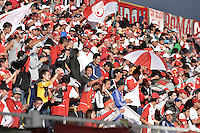 BOGOTÁ -COLOMBIA, 01-02-2015. Hinchas de Santa Fe  corean a su equipo durante el encuentro entre La Equidad e Independiente Santa Fe por la fecha 1 de la Liga Águila I 2015 jugado en el estadio Metropolitano de Techo de la ciudad de Bogotá./ Supporters of Santa Fe chat to their team during the match between La Equidad and Independiente Santa Fe for the first date of the Aguila League I 2015 played at Metropolitano de Techo stadium in Bogotá city. Photo: VizzorImage/ Gabriel Aponte / Staff