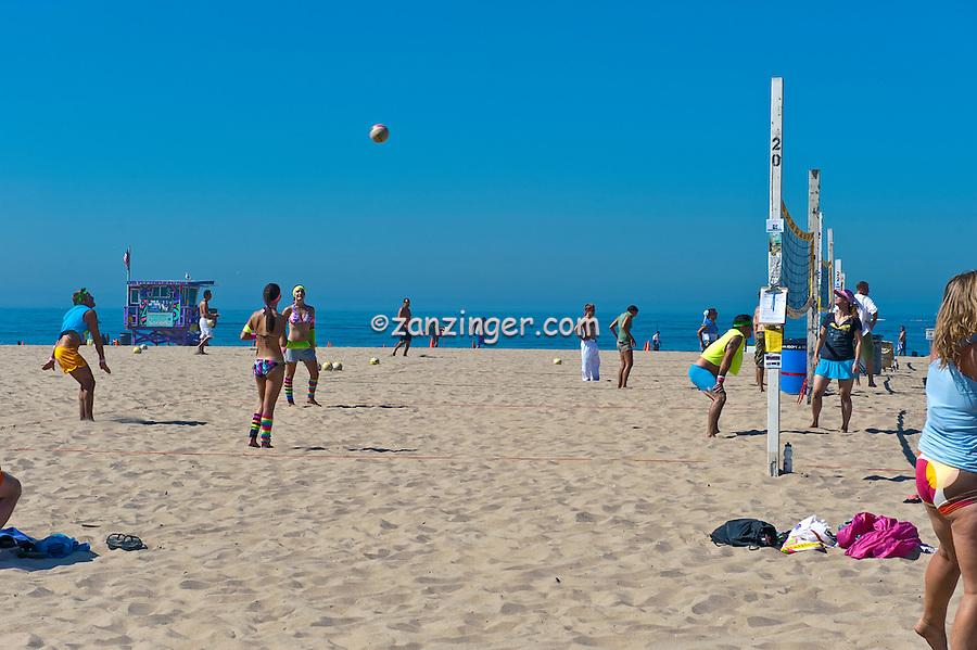 Manhattan Beach CA, Beach volleyball, Man, Serving Ball