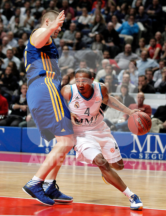 Real Madrid's Dontaye Draper (r) and BC Khimki MR's Paul Davis during Euroleague 2012/2013 match.November 23,2012. (ALTERPHOTOS/Acero)