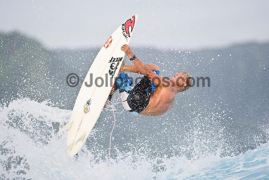 MICK FANNING (AUS) surfing at Teahupoo, Tahiti, (Thursday May 7 2009.) Photo: joliphotos.com