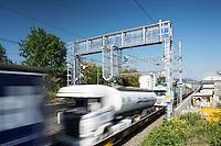 SBB CARGO - Gueterverkehrzug beim uebrfahren einer Profil- und Antennenortungsanlage PAO in Liestal am 4. Mai 2011..Copyright © Zvonimir Pisonic