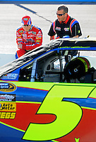 Apr 17, 2009; Avondale, AZ, USA; NASCAR Sprint Cup Series driver Mark Martin (left) with crew chief Alan Gustafson during qualifying for the Subway Fresh Fit 500 at Phoenix International Raceway. Mandatory Credit: Mark J. Rebilas-