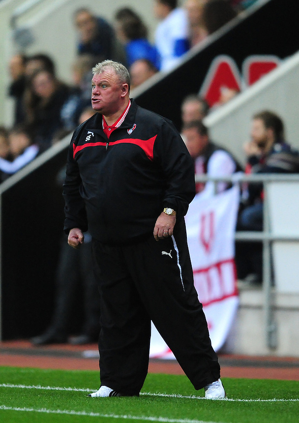 Rotherham United manager Steve Evans shouts instructions to his team from the dug-out<br /> <br /> Photographer Chris Vaughan/CameraSport<br /> <br /> Football - Capital One Cup Second Round - Rotherham United v Norwich - Tuesday 25th August 2015 - New York Stadium - Rotherham<br />  <br /> &copy; CameraSport - 43 Linden Ave. Countesthorpe. Leicester. England. LE8 5PG - Tel: +44 (0) 116 277 4147 - admin@camerasport.com - www.camerasport.com