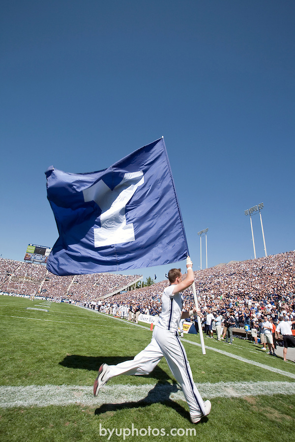 08FTB UCLA 1025.CR2..08FTB vs UCLA..#15 BYU-59.UCLA-0..September 13, 2008..Photo by Jaren Wilkey/BYU..© BYU PHOTO 2008.All Rights Reserved.photo@byu.edu  (801)422-7322