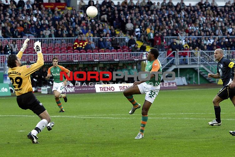 BL 2003/2004 - 8. Spieltag<br />  SV Werder Bremen vs VFL Wolfsburg<br /> 2:0  durch Ailton mit einem Heber ueber Torwart Jentsch, anschliessend per Kopf ins Tor<br /> Foto &copy; nordphoto <br /> <br />  *** Local Caption *** Foto ist honorarpflichtig! zzgl. gesetzl. MwSt.<br />  Belegexemplar erforderlich<br /> Adresse: nordphoto<br /> Georg-Reinke-Strasse 1<br /> 49377 Vechta