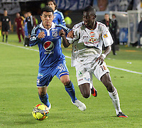 BOGOTA -COLOMBIA. 19-04-2014. Omar Vasquez (Izq) de Millonarios  disputa el balon contra Didier Delgado del Deportes Tolima  partido por la fecha 18 de La liga Postobon 1 disputado en el estadio Nemesio Camacho El Campin. /    Omar Vasquez (L) of Millonarios  dispute the balloon against Didier Delgado of  Deportes Tolima match date 18 The Postobon one league match at the Estadio Nemesio Camacho El Campin. . Photo: VizzorImage/ Felipe Caicedo / Staff