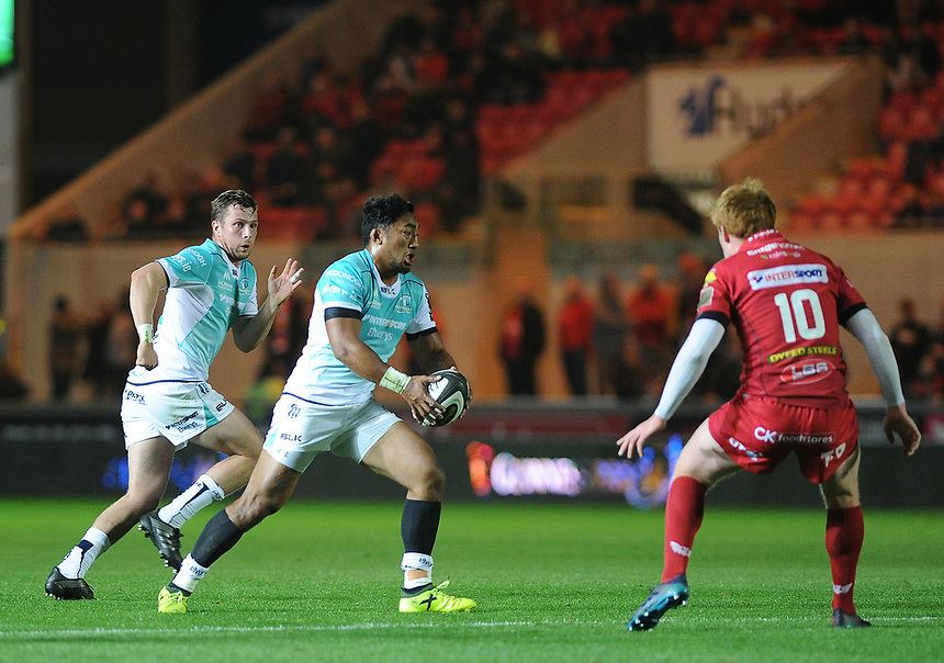 Connacht's Bundee Aki in action during todays match<br /> <br /> Photographer Ashley Crowden/CameraSport<br /> <br /> Guinness Pro14  Round 5 - Scarlets v Connacht Rugby - Friday 29th September 2017 - Parc y Scarlets - Llanelli<br /> <br /> World Copyright &copy; 2017 CameraSport. All rights reserved. 43 Linden Ave. Countesthorpe. Leicester. England. LE8 5PG - Tel: +44 (0) 116 277 4147 - admin@camerasport.com - www.camerasport.com