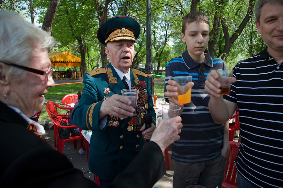 Moscow, Russia, 09/05/2010..Veterans and well-wishers toast Russia's military veterans in Gorky Park to celebrate Victory Day.