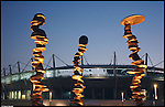 La scultura di Tony Cragg 'Punti di vista' nella Piazza Olimpica di Torino. Gennaio 2006.