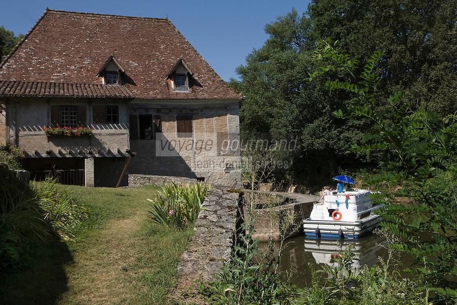 Europe/France/Midi-Pyrénées/46/Lot/Saint-Cirq-Lapopie: la vallée du Lot à l'écluse- la maison éclusière - Les Plus Beaux Villages de France