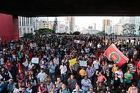 SÃO PAULO, SP - 14.06.2013: MANIFESTAÇÃO CONTRA A COPA - Centena de manifestantes se reunem no vão do MASP em São Paulo na tarde dessa 6 feira (14), a manifestação é contra a construção de estádios e o evento da Copa do Mundo e das Confederações.  (Foto: Marcelo Brammer/Brazil Photo Press)