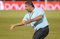 BARRANQUIILLA -COLOMBIA-27-09-2015: Guillermo Berrio técnico de Deportivo Pasto gesticula durante partido contra Atlético Junior por la fecha 14 de la Liga Águila II 2015 jugado en el estadio Metropolitano Roberto Meléndez de la ciudad de Barranquilla./ Guillermo Berrio coach of Deportivo Pasto gestures during match  against  Atletico Junior for the date 14 of the Aguila League II 2015 played at Metropolitano Roberto Melendez stadium in Barranquilla city.  Photo: VizzorImage/Alfonso Cervantes/