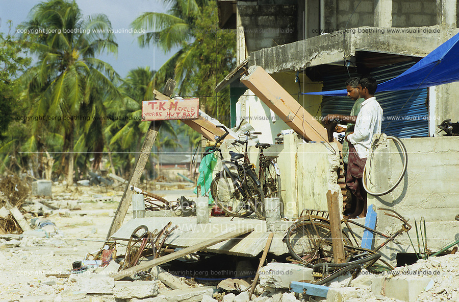 "Asien Indien IND Andamanen und Nikobaren Tsunami Zerstörung durch Seebeben und Tsunami Flutwelle auf Insel Little Andaman Ort Hut Bay -  Flut Welle Meer Ozean Beben Fahrrad xagndaz | Third world Asia India Andaman and Nicobar Islands Tsunami disaster catastrophe destruction in Hut bay on Little Andaman island earthquake seaquake ocean sea wave flood destroy. | [copyright  (c) Joerg Boethling/agenda , Veroeffentlichung nur gegen Honorar und Belegexemplar an / royalties to: agenda  Rothestr. 66  D-22765 Hamburg  ph. ++49 40 391 907 14  e-mail: boethling@agenda-fototext.de  www.agenda-fototext.de  Bank: Hamburger Sparkasse BLZ 200 505 50 kto. 1281 120 178  IBAN: DE96 2005 0550 1281 1201 78 BIC: ""HASPDEHH""] [#0,26,121#]"