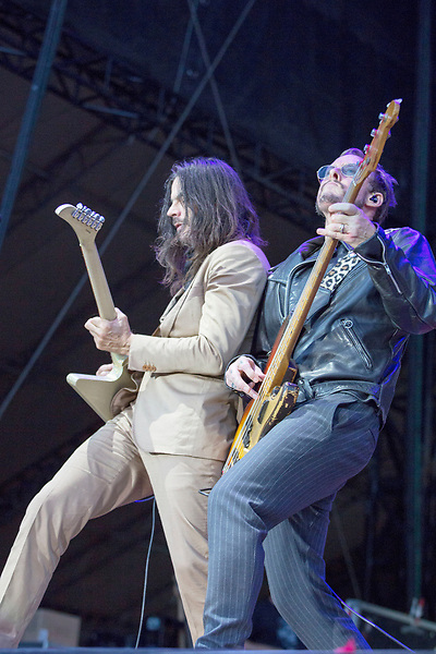 Weezer guitarist Brian Bell and bass player Scott Shriner face off Saturday night at Music Midtown.