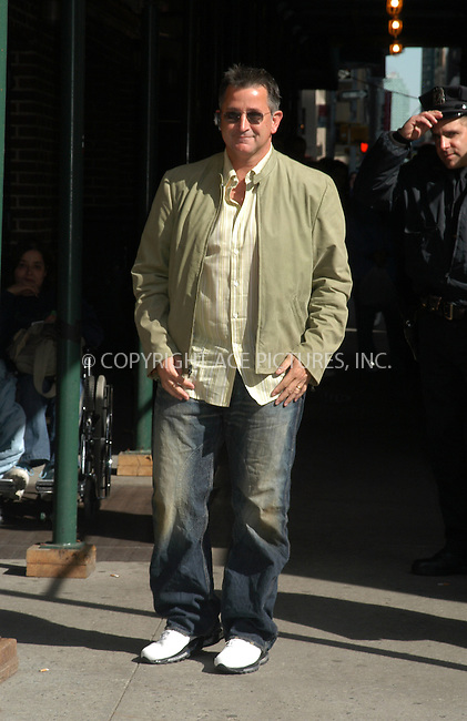 WWW.ACEPIXS.COM . . . . . ....NEW YORK, APRIL 14, 2005....Anthony LaPaglia arrives for an appearance on The Late Show with David Letterman.....Please byline: KRISTIN CALLAHAN - ACE PICTURES.. . . . . . ..Ace Pictures, Inc:  ..Craig Ashby (212) 243-8787..e-mail: picturedesk@acepixs.com..web: http://www.acepixs.com