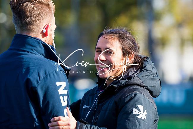 Laren - coach Tina Bachmann (OR) met coach Robert Jan Cox (Laren)   tijdens de Livera hoofdklasse  hockeywedstrijd dames, Laren-Oranje Rood (1-3).  COPYRIGHT KOEN SUYK