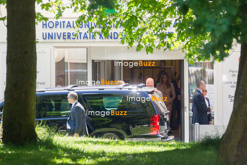 EXCLUSIF - La premi&egrave;re dame am&eacute;ricaine Melania Trump lors d'une visite &agrave; l''h&ocirc;pital des enfants Reine Fabiola &agrave; Bruxelles, sous une tr&egrave;s haute surveillance de police et militaire.<br /> Belgique, Bruxelles, 25 mai 2017.<br /> EXCLUSIVE - US First Lady Melania Trump during a visit at the Queen Fabiola children's hospital in Brussels, on the sidelines of the NATO (North Atlantic Treaty Organization) summit, on May 25, 2017.<br /> Belgium, Brussels, 25 May 2017.