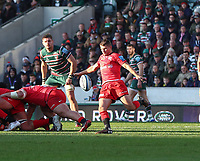 27th October 2019; Welford Road Stadium, Leicester, East Midlands, England; English Premiership Rugby, Tigers versus Saracens; Richard Wigglesworth of Saracens kicks clear from the base of a scrum  - Editorial Use
