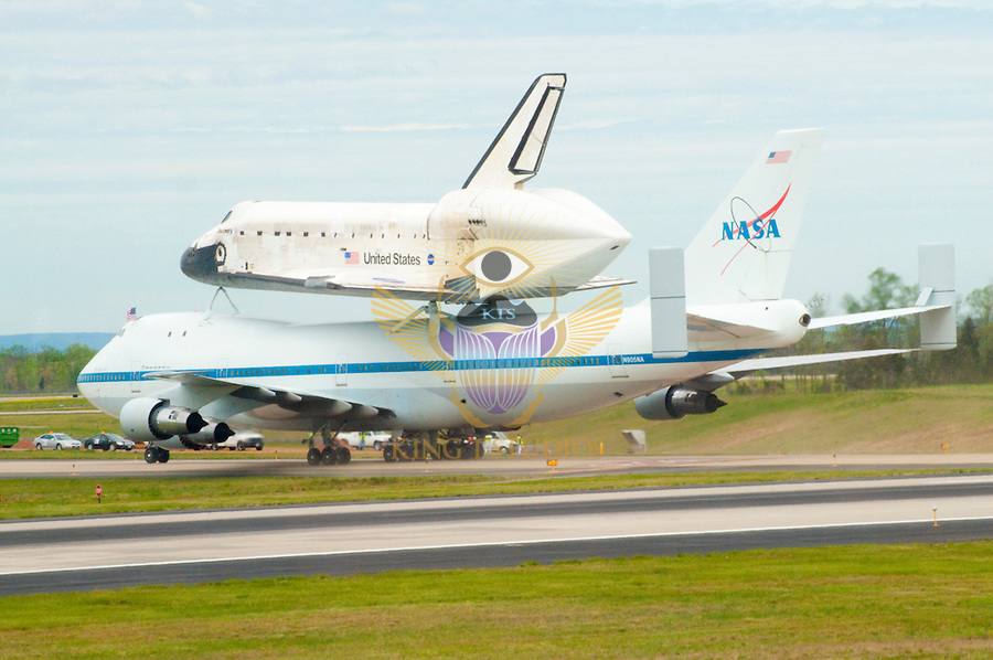 Space Shuttle Discovery Landing - 50th Anniversary of Dulles Intl Airport