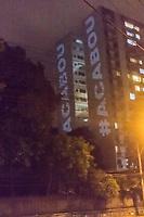 RJ. Rio de Janeiro. 22/03/20 PROTESTO CONTRA BOLSONARO Pelo sexto dia consecutivo panelaco  a favor da saida do presidente Bolsonaro e projetacoes aparecem em predio de Laranjeiras, zona sul. (Foto: Ellan Lustosa/Codigo 19/Codigo 19)