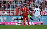 FUSSBALL   1. BUNDESLIGA  SAISON 2012/2013   3. Spieltag FC Bayern Muenchen - FSV Mainz 05     15.09.2012 Elfmeter Tor zum 1:2 , Torwart Manuel Neuer (li, FC Bayern Muenchen) gegen Adam Szalai (1. FSV Mainz 05)