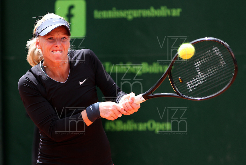 BOGOTA -COLOMBIA- 15 -AGOSTO-2014.    Patricia Mayr-Achleitner  de Austria perdio con la colombiana Mariana Duque durante el torneo de tenis Seguros Bolivar  Open que se juega en el Country Club de Bogota . / Patricia Mayr-Achleitner of Austria lost with Colombian Mariana Duque during Tennis Tournament Seguros Bolivar Open being played at the Country Club of Bogota. Photo: VizzorImage / Felipe Caicedo / Staff