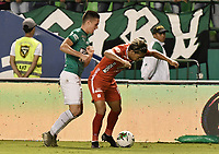 PALMIRA - COLOMBIA, 08-02-2020: Agustin Palavecino del Cali disputa el balón con Rafael Carrascal de America durante partido entre Deportivo Cali y América de Cali por la fecha 4 de la Liga BetPlay DIMAYOR I 2020 jugado en el estadio Deportivo Cali de la ciudad de Palmira. / Agustin Palavecino of Cali vies for the ball with Rafael Carrascal of America during match between Deportivo Cali and America de Cali for the date 4 as part of BetPlay DIMAYOR League I 2020 played at Deportivo Cali stadium in Palmira city. Photo: VizzorImage / Gabriel Aponte / Staff