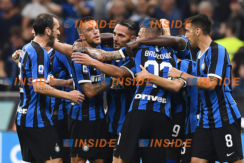Danilo D'Ambrosio of FC Internazionale celebrates with team mates after scoring the goal of 1-0 for his side <br /> Milano 25/09/2019 Stadio Giuseppe Meazza <br /> Football Serie A 2019/2020 <br /> FC Internazionale - SS Lazio <br /> Photo Matteo Gribaudi / Image Sport / Insidefoto